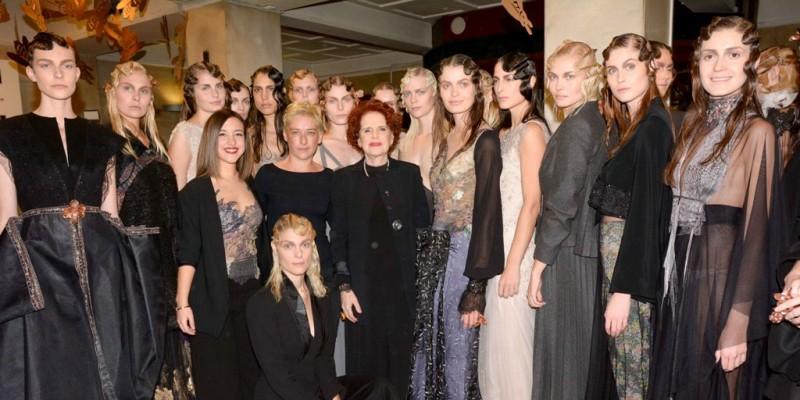d9092f866706 Όλος ο κόσμος της μόδας έδωσε δυναμικά το «παρών» στο παλιό Χρηματιστήριο  Αθηνών
